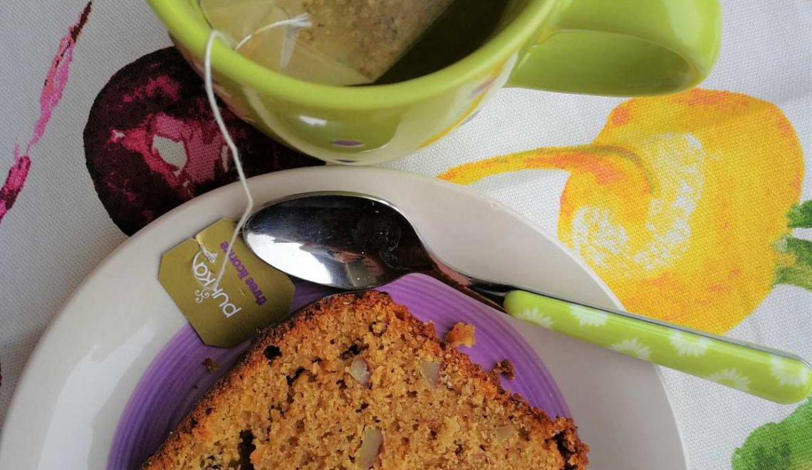 Plumcake all'arancia, yogurt e mandorle