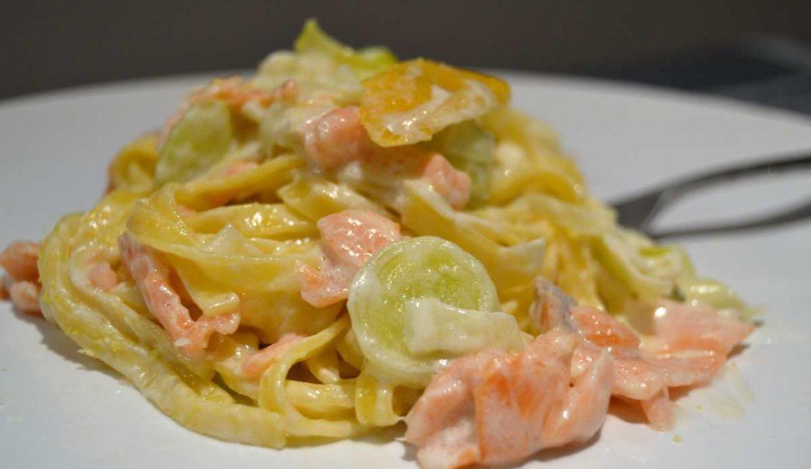 Tagliolini salmone, porri e scorzetta di limone