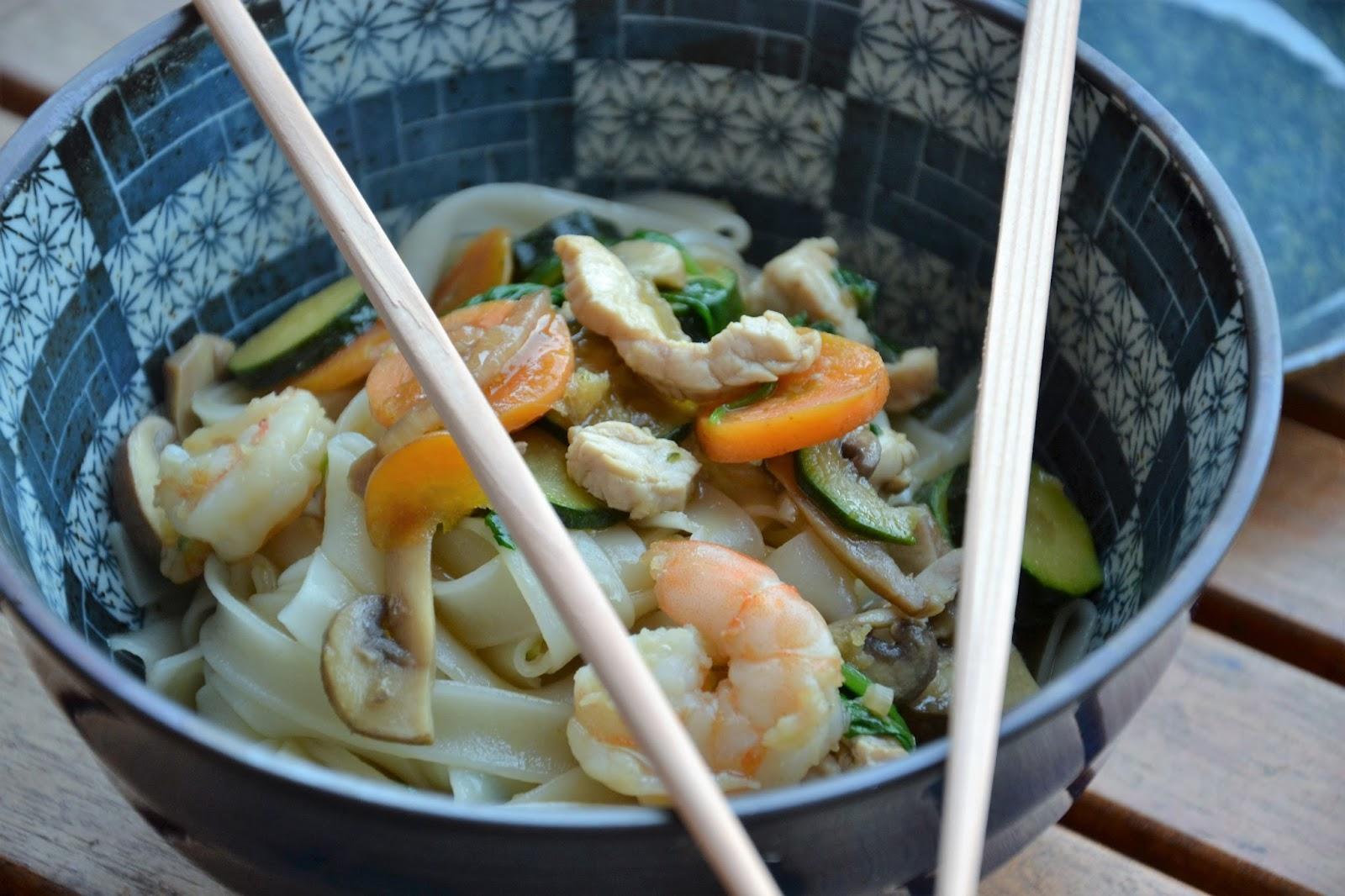 Tagliatelle di riso con verdure primaverili croccanti