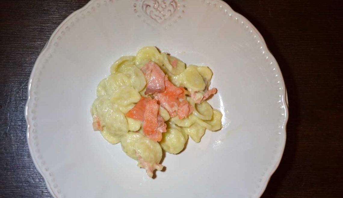 Orecchiette zafferano, porri e salmone