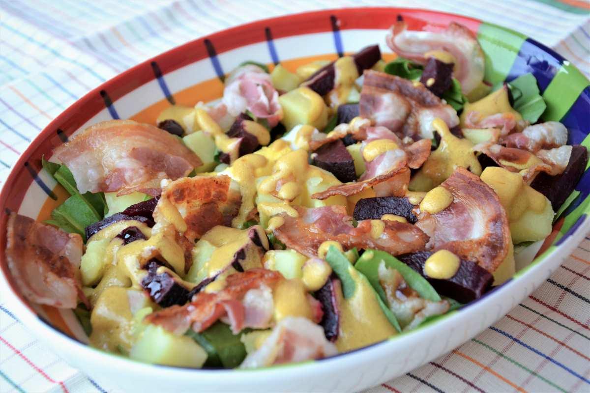 Insalata tiepida di barbabietola, patate, pancetta ed uova sode