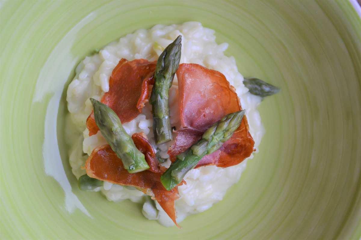 Risotto con asparagi e prosciutto crudo