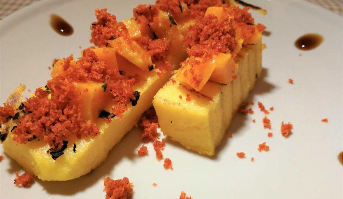 Crostoni di polenta con zucca e briciole di ventricina croccante