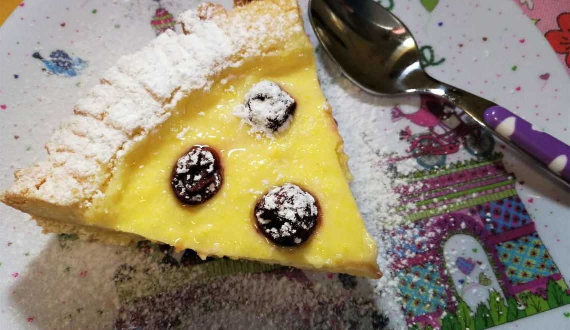 Torta della nonna con crema pasticcera ed amarene