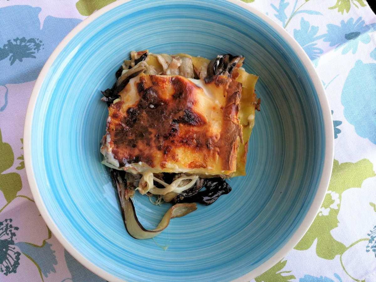 Lasagne con radicchio tardivo, noci e pancetta croccante