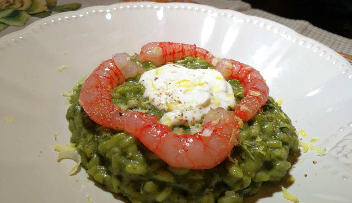 Risotto con crema di broccolo, stracciatella e gamberi rossi di Mazara
