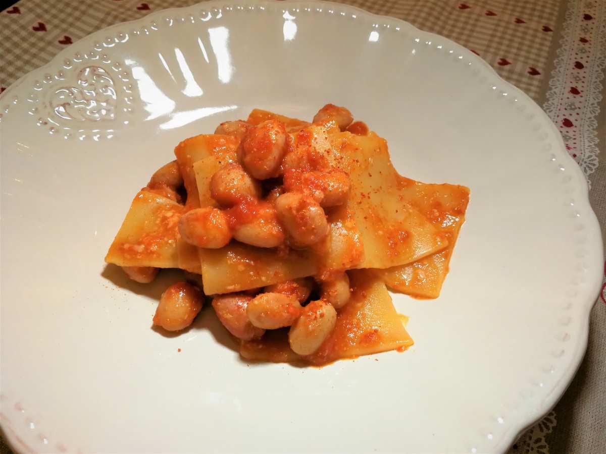 Pettole abruzzesi con sugo di fagioli e pecorino