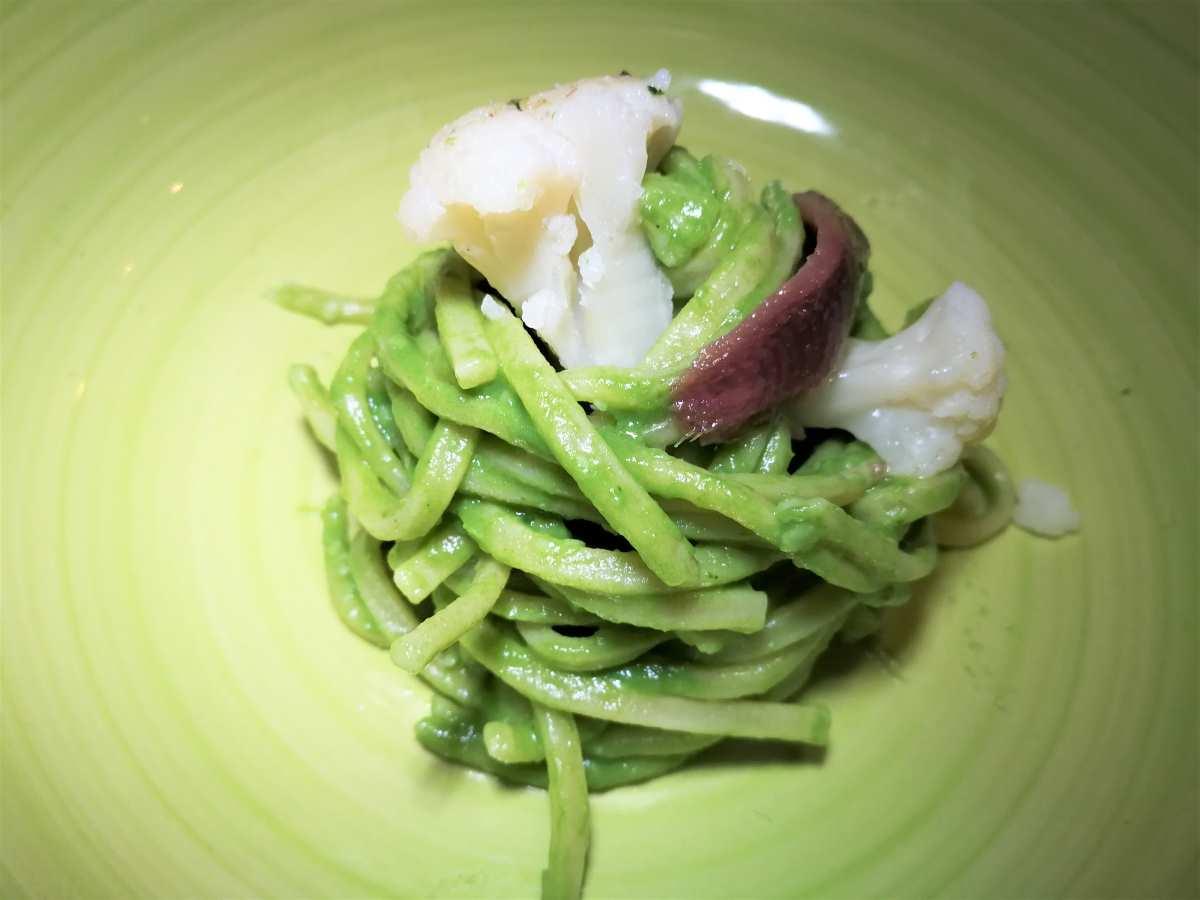 Bigoli con crema di broccolo fiolaro, acciughe ed olive taggiasche