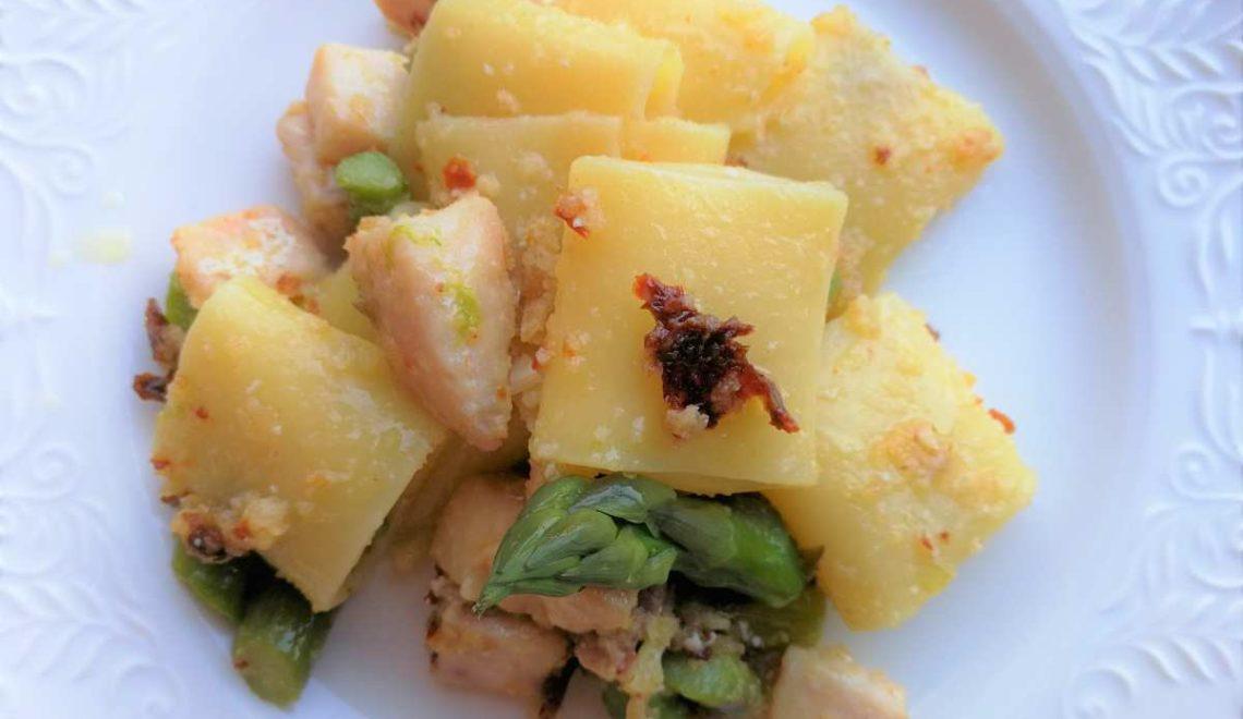 Paccheri con asparagi, spada e briciole di pomodori secchi