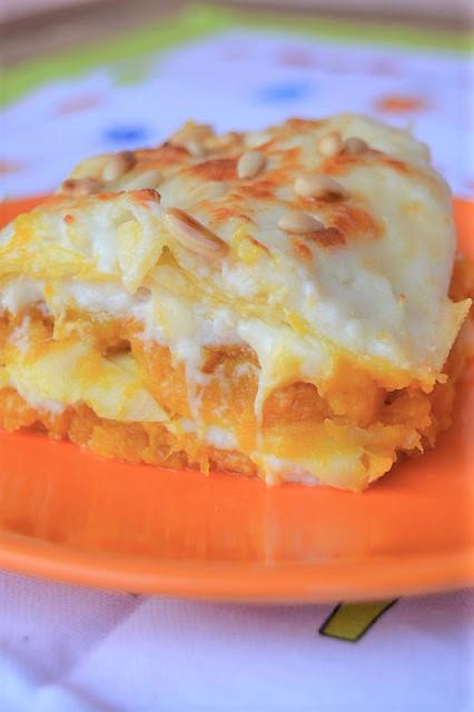 Lasagne zucca, provolone dolce e pinoli